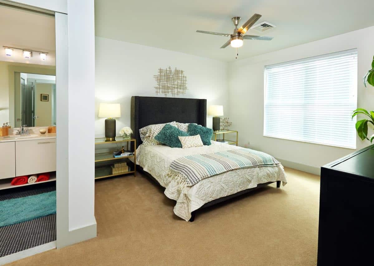 Comfortable bedrooms with en-suite baths